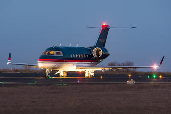 M-LOOK - Private Bombardier CL-600-2B16 Challenger 604