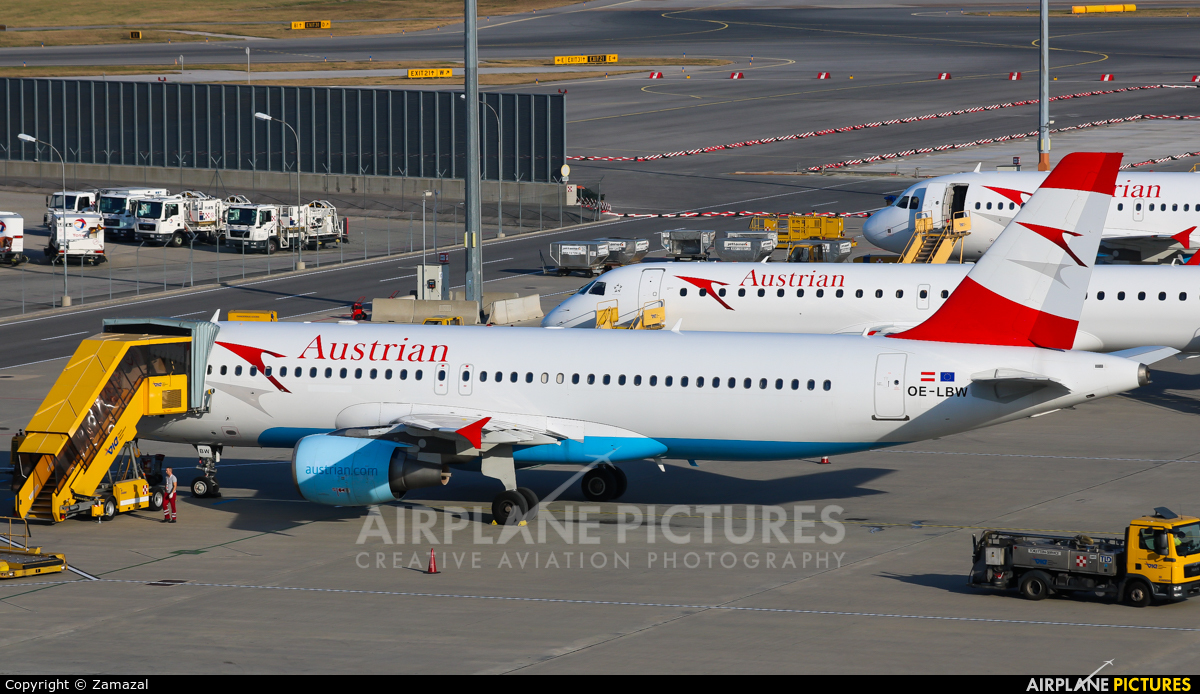 Austrian Airlines/Arrows/Tyrolean OE-LBW aircraft at Vienna - Schwechat