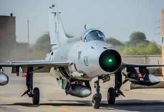 02-821 - Pakistan - Air Force Chengdu F-7PG