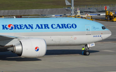 HL8285 - Korean Air Cargo Boeing 777F