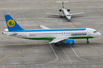 UK32019 - Uzbekistan Airways Airbus A320