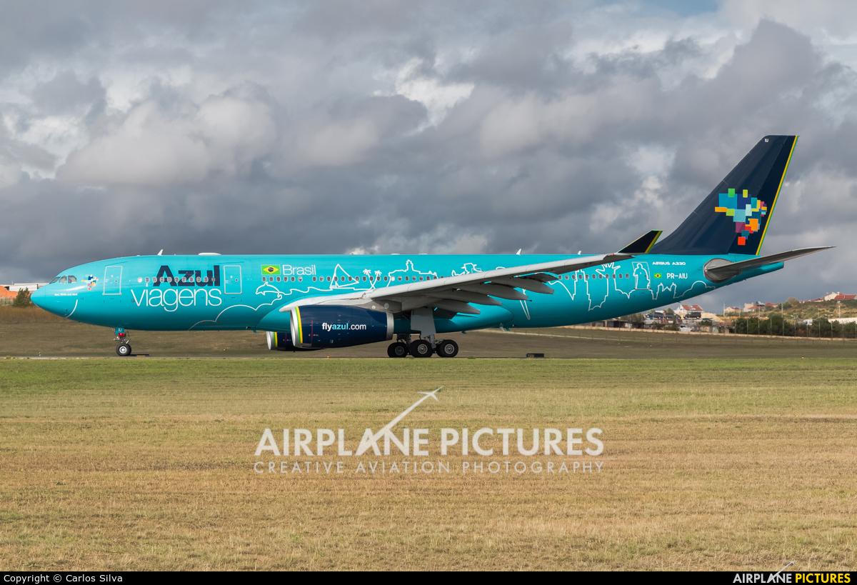 Azul Linhas Aéreas PR-AIU aircraft at Lisbon
