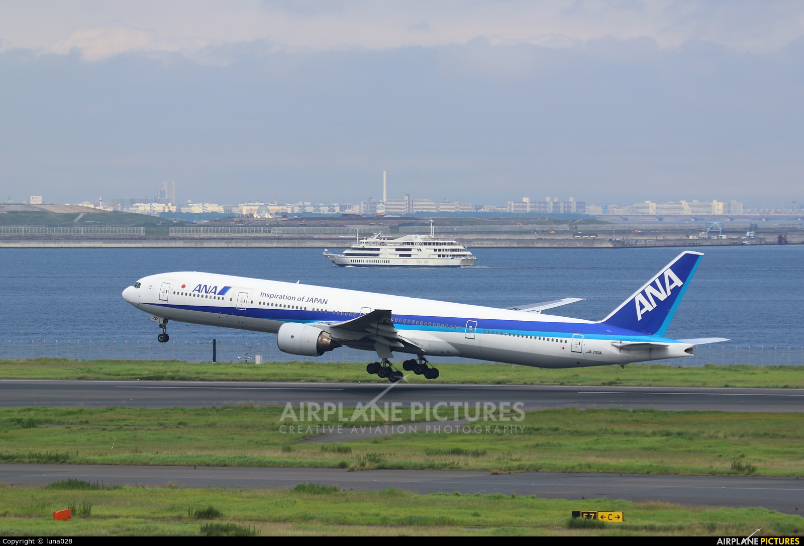 ANA - All Nippon Airways JA751A aircraft at Tokyo - Haneda Intl