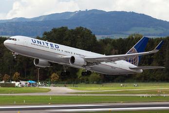 N664UA - United Airlines Boeing 767-300ER