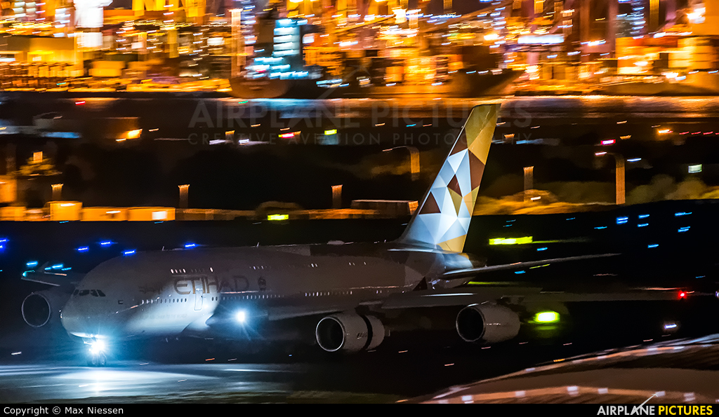 Etihad Airways A6-APE aircraft at Sydney - Kingsford Smith Intl, NSW