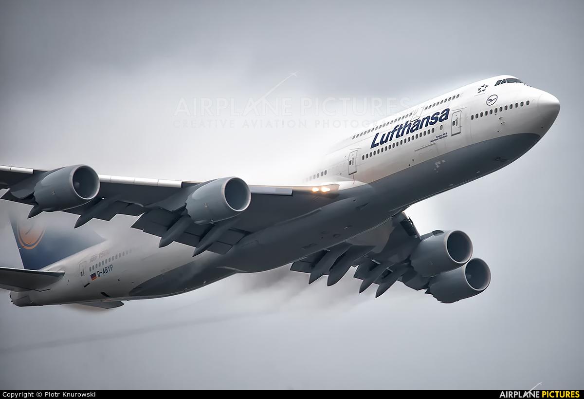 Lufthansa D-ABYP aircraft at Frankfurt