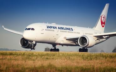 JA841J - JAL - Japan Airlines Boeing 787-8 Dreamliner