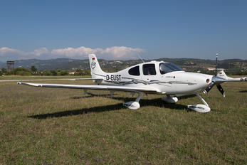 D-EUST - Private Cirrus SR22