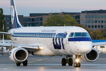 SP-LNB - LOT - Polish Airlines Embraer ERJ-190 (190-100)