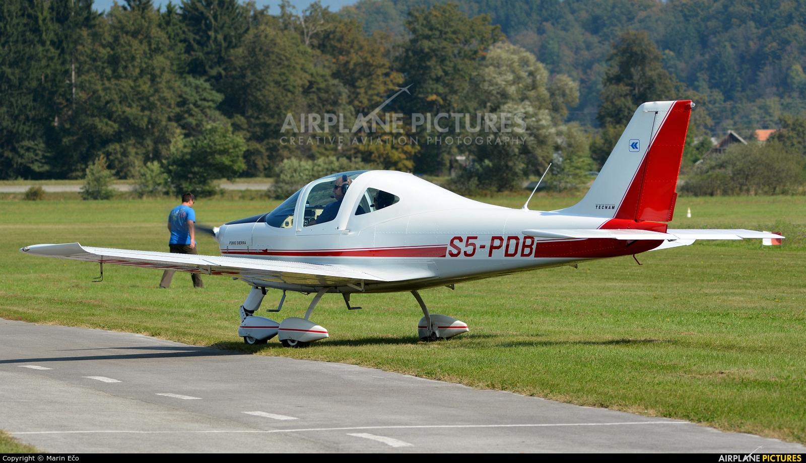 Private S5-PDB aircraft at Levec