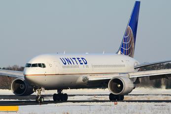 N69154 - United Airlines Boeing 767-200ER