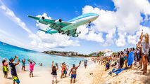 Last ever passenger KLM 747 at Sint Maarten title=