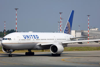N796UA - United Airlines Boeing 777-200ER