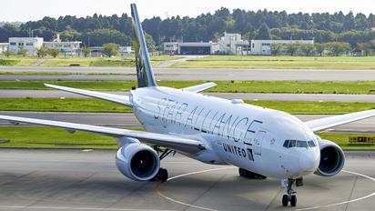 N218UA - United Airlines Boeing 777-200ER
