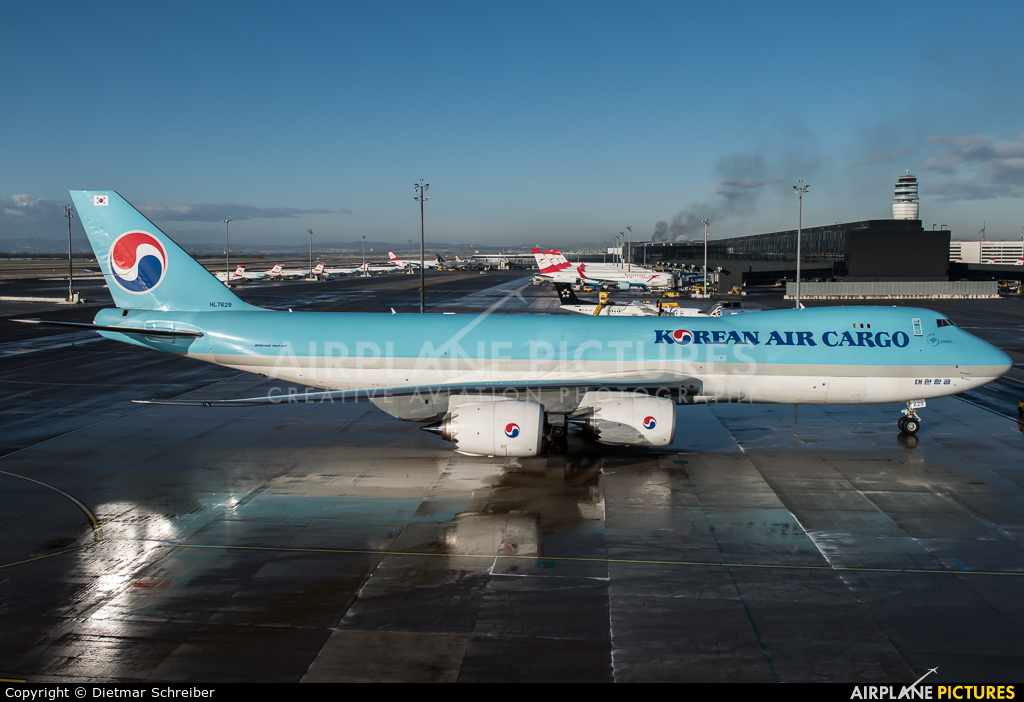 Korean Air Cargo HL7629 aircraft at Vienna - Schwechat