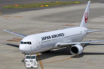 JA611J - JAL - Japan Airlines Boeing 767-300ER