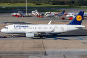 D-AIUR - Lufthansa Airbus A320 aircraft