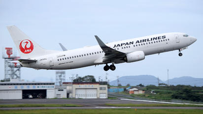 JA349J - JAL - Japan Airlines Boeing 737-800
