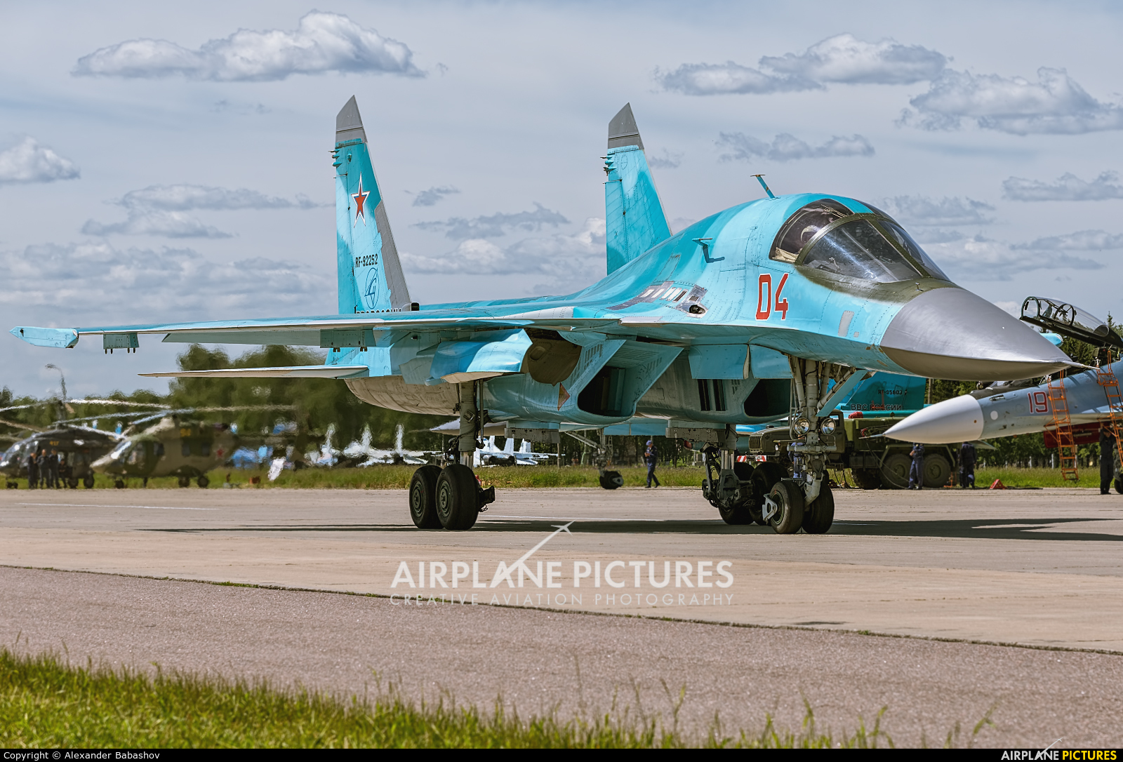 Russia - Air Force Sukhoi Su-34 RF-92252