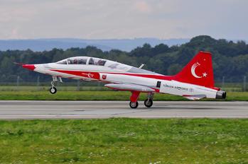 71-4013 - Turkey - Air Force : Turkish Stars Canadair NF-5B