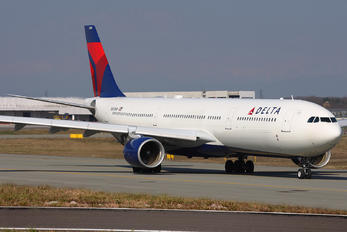 N803NW - Delta Air Lines Airbus A330-300