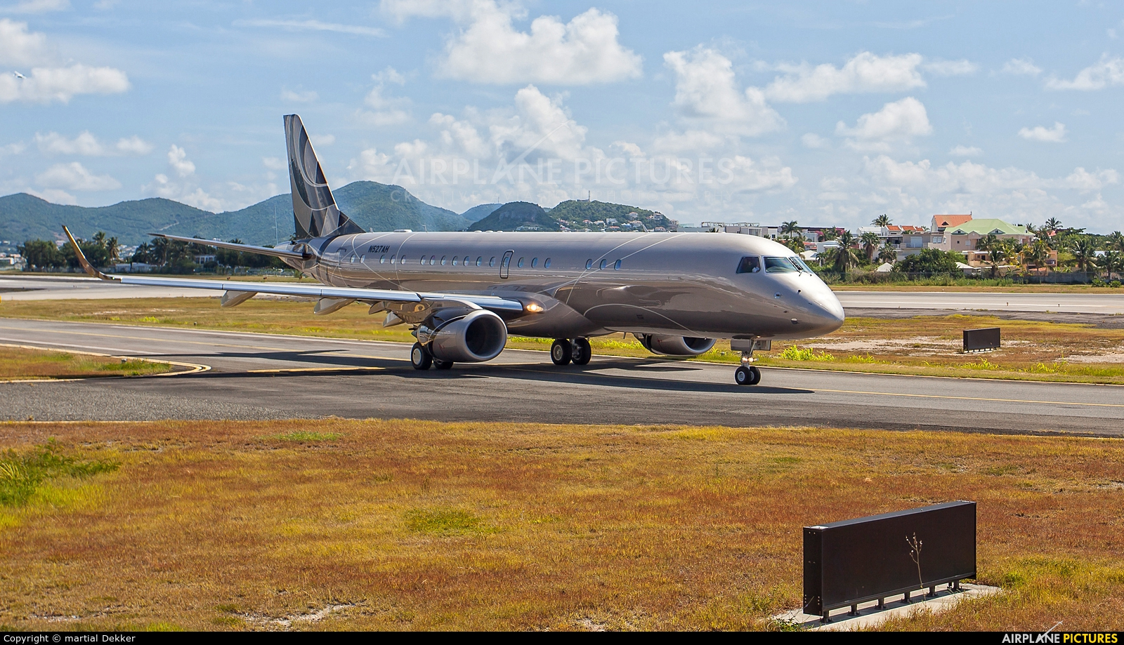 Lineage Asset Company N527AH aircraft at Sint Maarten - Princess Juliana Intl