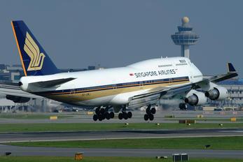 9V-SMJ - Singapore Airlines Boeing 747-400