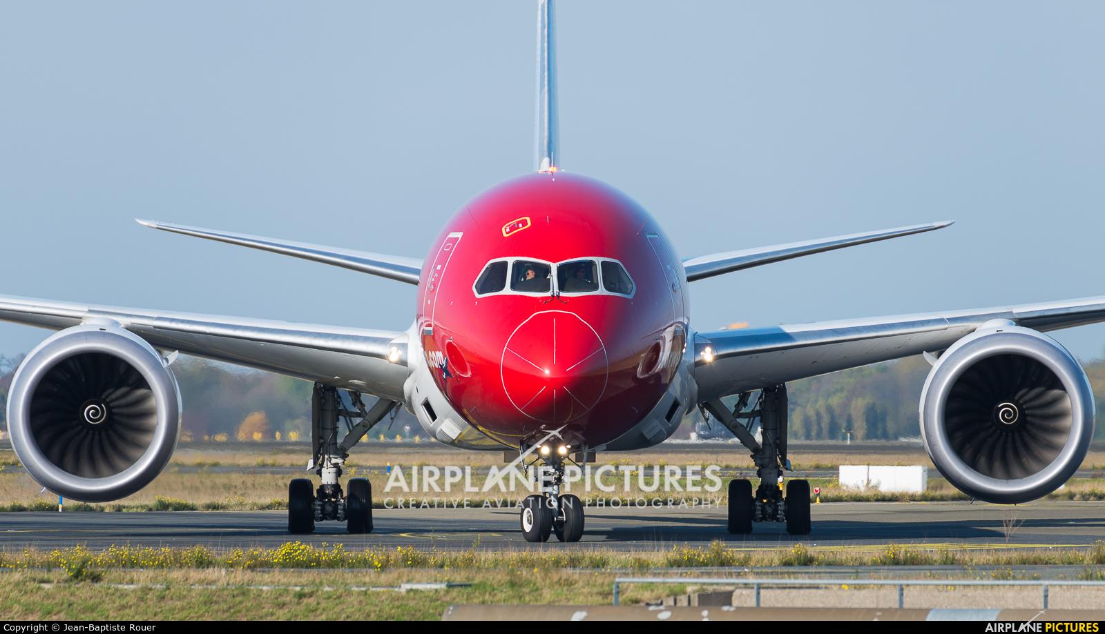 Norwegian Long Haul LN-LNG aircraft at Paris - Charles de Gaulle