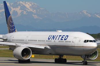 N781UA - United Airlines Boeing 777-200