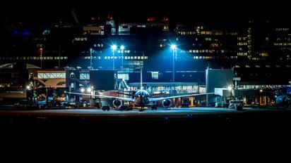 - - KLM Boeing 787-9 Dreamliner