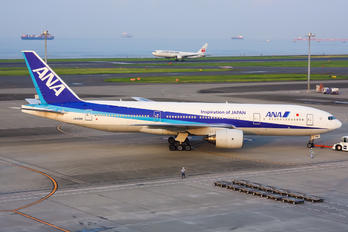 JA8198 - ANA - All Nippon Airways Boeing 777-200