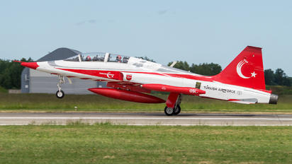 70-3009 - Turkey - Air Force : Turkish Stars Canadair 5B-2000 Freedom Fighter