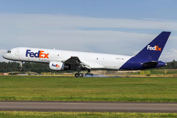 N913FD - FedEx Federal Express Boeing 757-200F