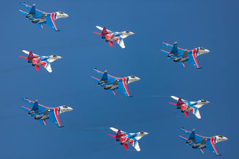 "17 - Russia - Air Force ""Russian Knights"" Sukhoi Su-27"