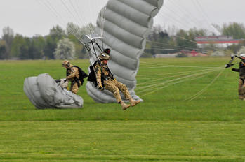 - - Poland- Air Force: Special Forces Parachute Military