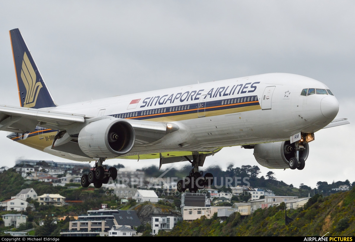 Singapore Airlines 9V-SRM aircraft at Wellington Intl