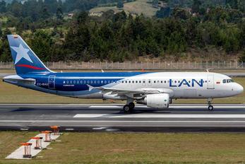 CC-BAU - LAN Colombia Airbus A320