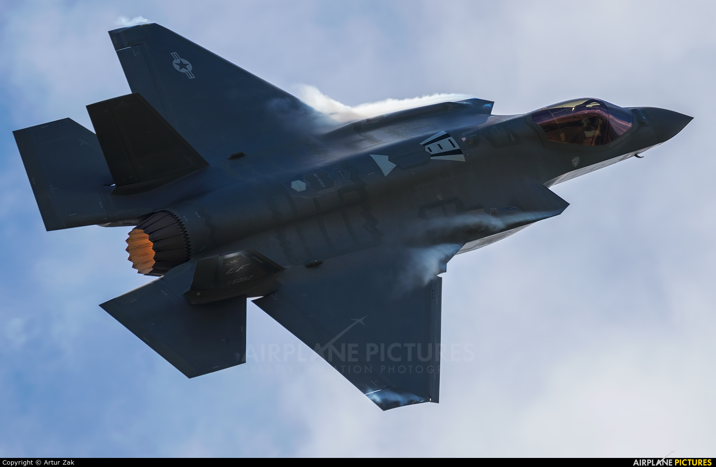 USA - Air Force 12-5052 aircraft at Fairford