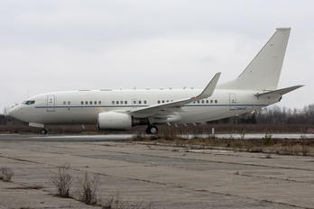 02-0042 - USA - Air Force Boeing C-40B