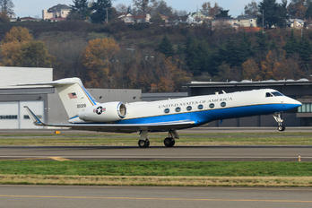 01-0028 - USA - Air Force Gulfstream Aerospace C-37A