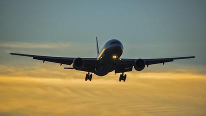 N224UA - United Airlines Boeing 777-200