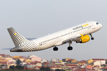 EC-LLJ - Vueling Airlines Airbus A320
