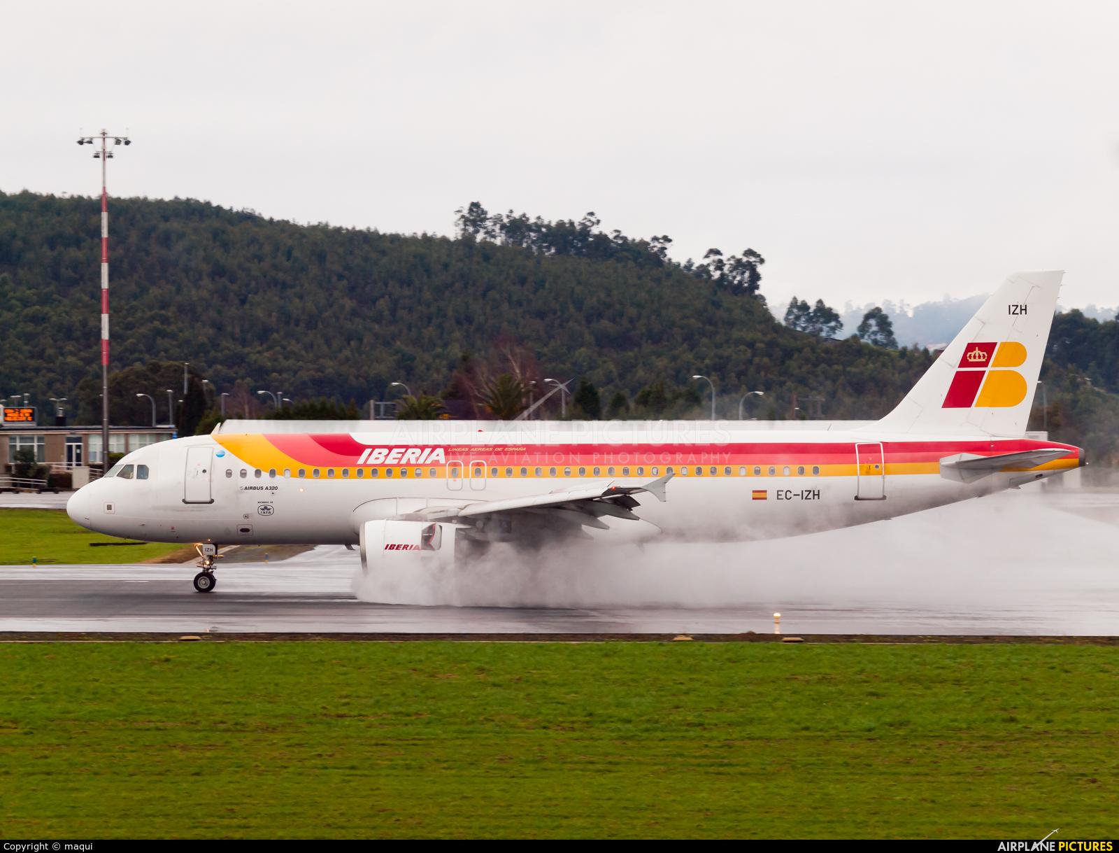 Iberia EC-IZH aircraft at La Coruña