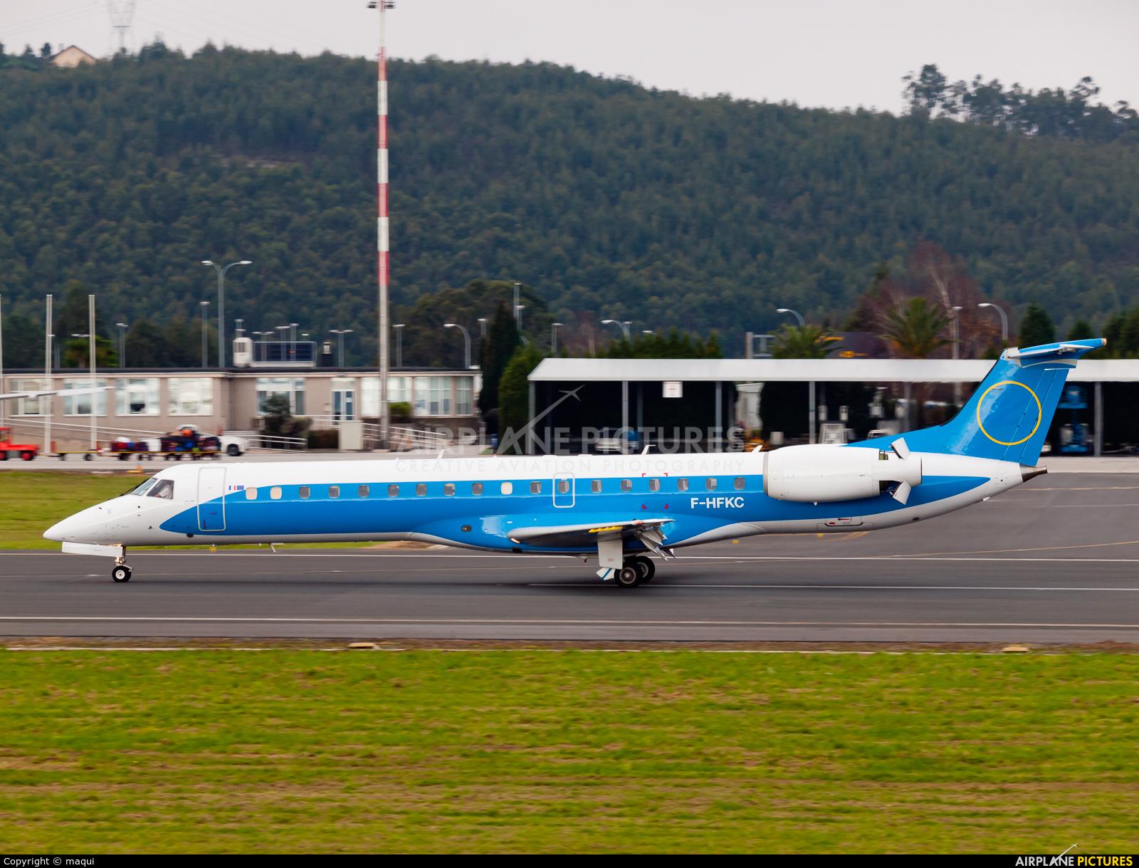 Fly Kiss F-HFKG aircraft at La Coruña
