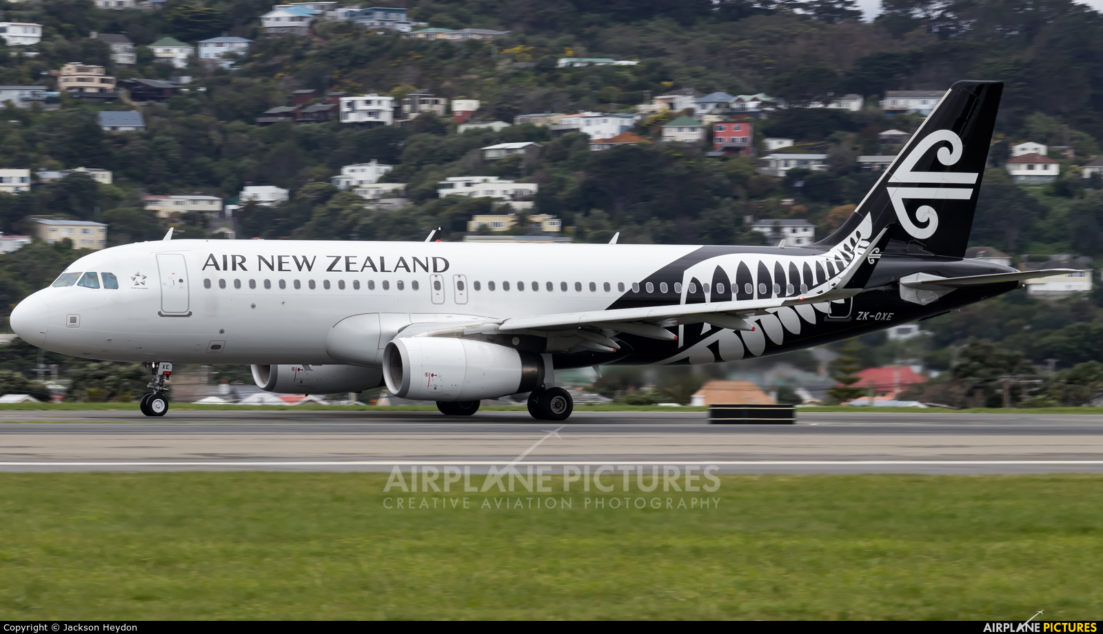 Air New Zealand ZK-OXE aircraft at Wellington Intl