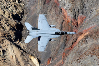 166635 - USA - Navy Boeing F/A-18F Super Hornet