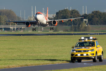 G-EZDS - easyJet Airbus A319