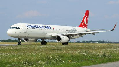 TC-JSG - Turkish Airlines Airbus A321