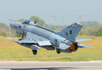 01-805 - Pakistan - Air Force Chengdu F-7PG