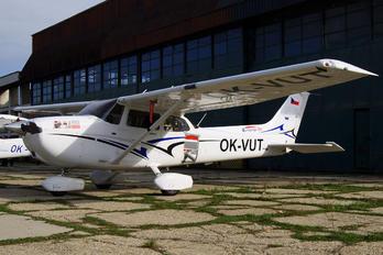 OK-VUT - Elmontex Air Cessna 172 Skyhawk (all models except RG)